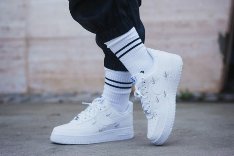 BLACK OR WHITE AIR FORCE 1 – DECISION IMPOSSIBLE